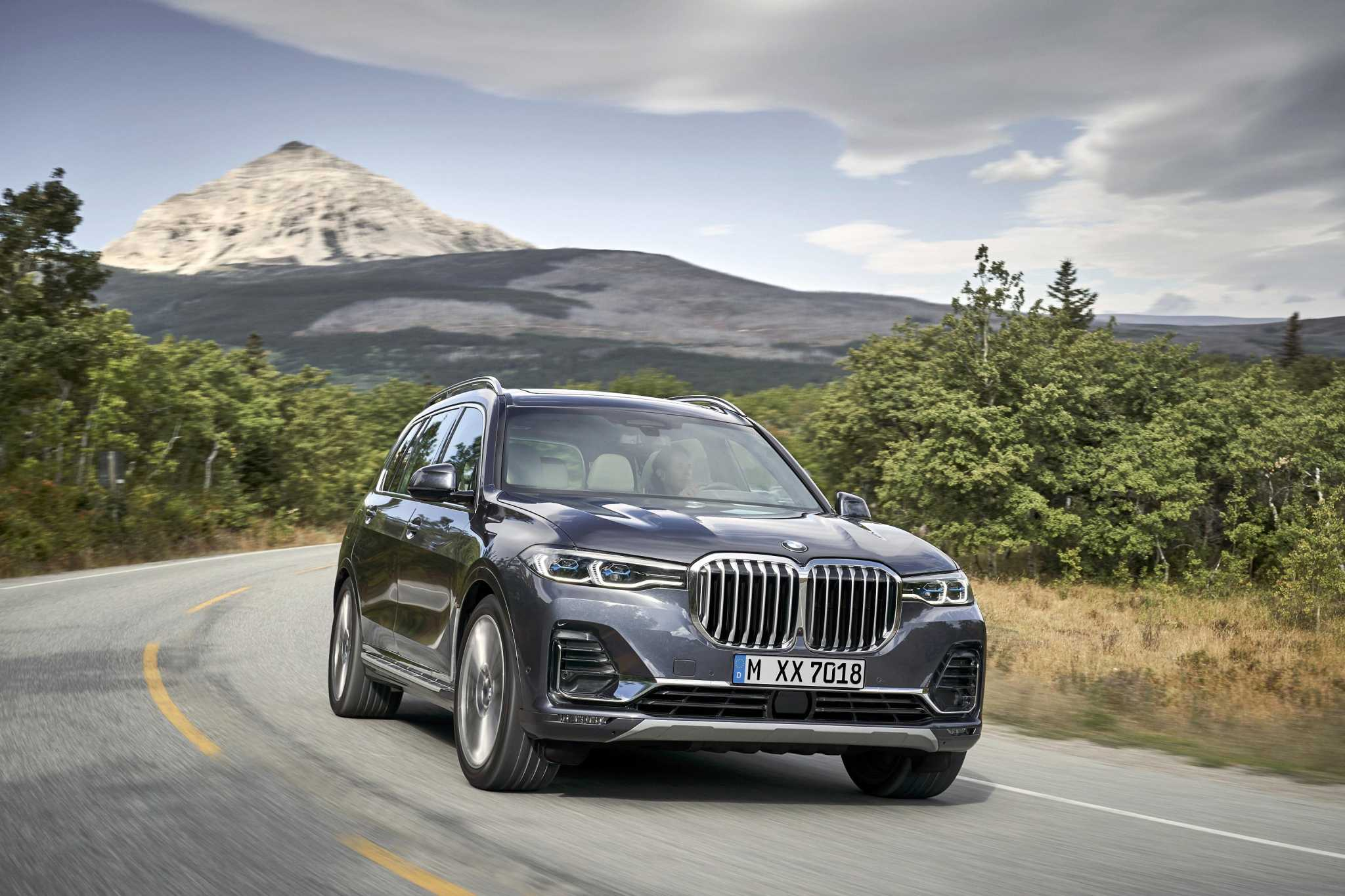 BMW launches first-ever X7