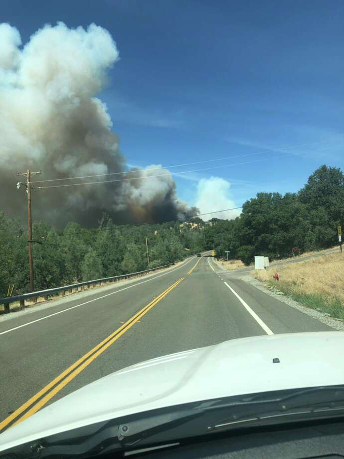 Rapid Shasta County fire blazes through 300 acres and counting