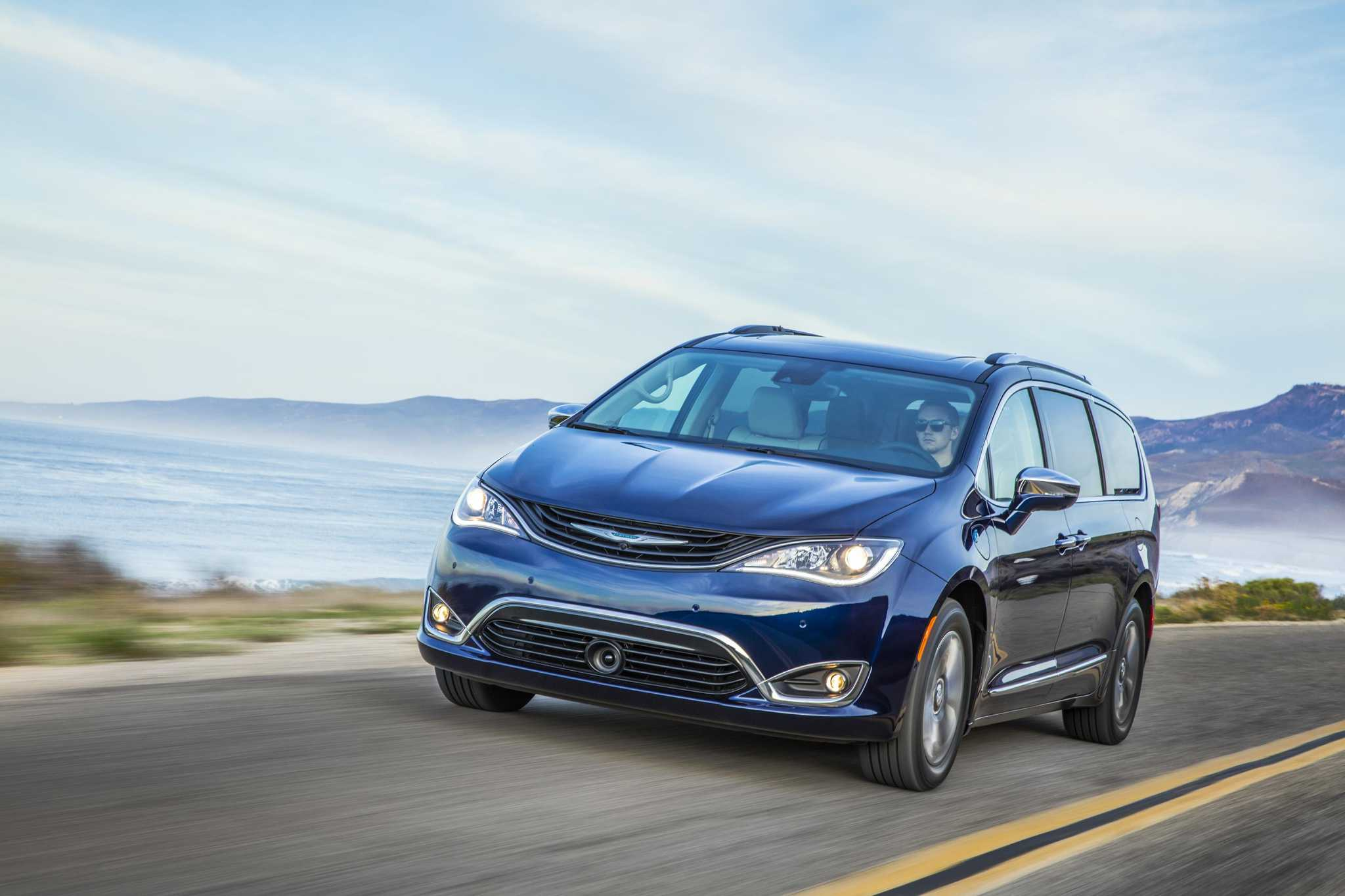 Chrysler Pacifica Hybrid: First electrified minivan