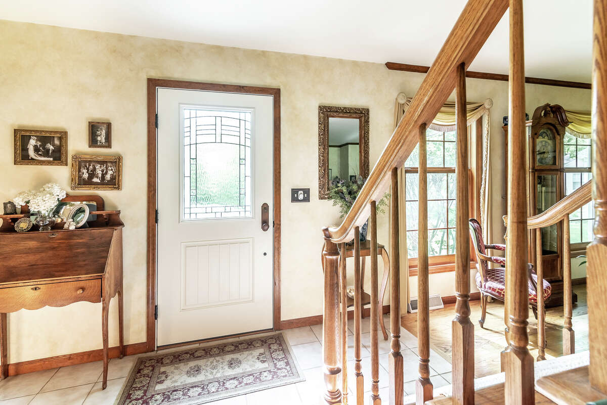 House of the Week: 707 Maple Lane, Niskayuna | Realtor: Bonnie Sindel with Coldwell Banker Prime Properties | Discuss: Talk about this house