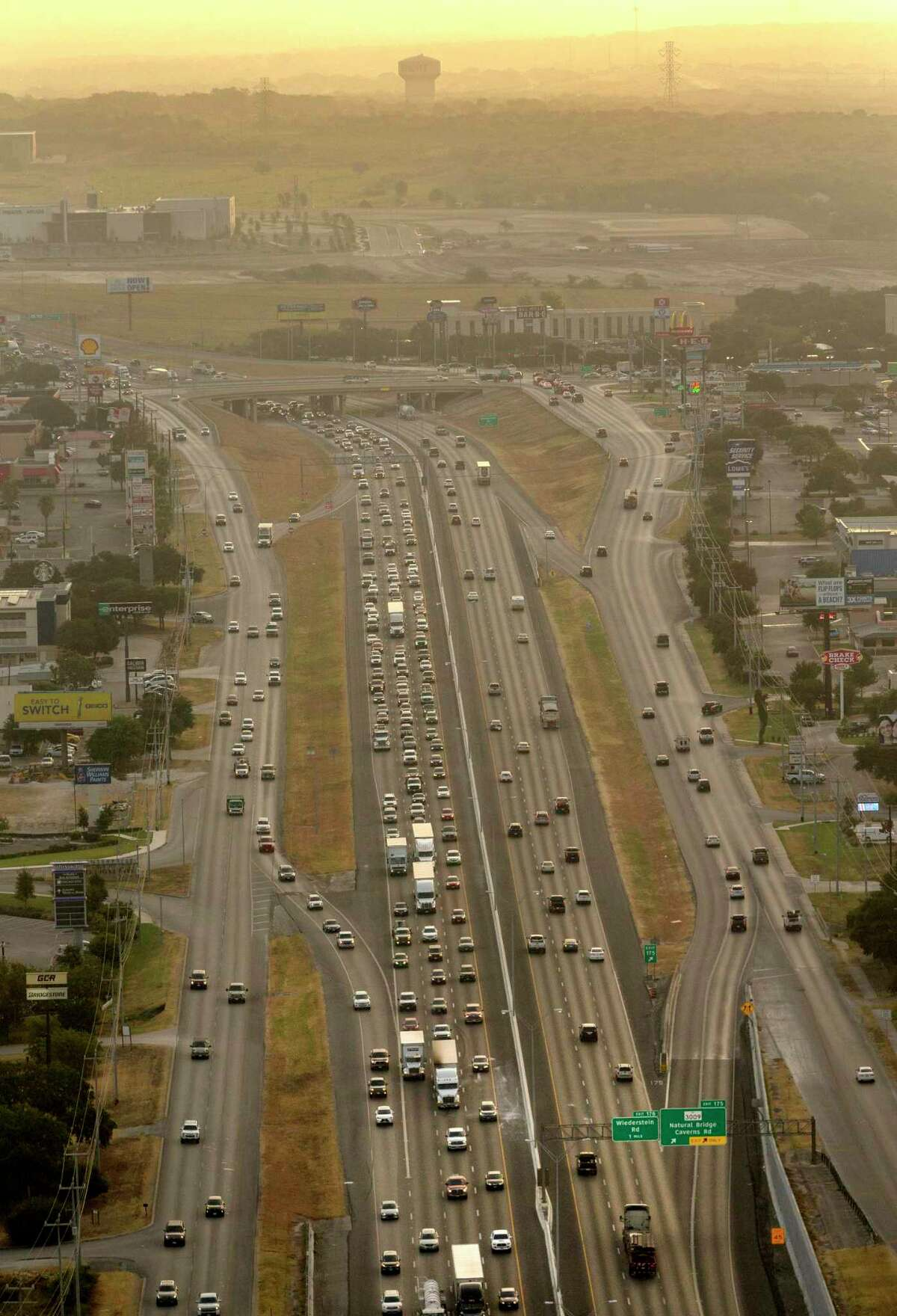 Southbound vehicles fill all the lanes Thursday morning, Aug., 22, 2019 of Interstate 35 on the north side near FM 3009 during morning rush hour. The Texas Department of Transportation has unveiled plans for a 20-mile expansion of I-35 north of Loop 410, including this section, that would make the state?•s busiest stretch of interstate a limited-access, non-tolled, double-decked highway through Selma and Schertz.