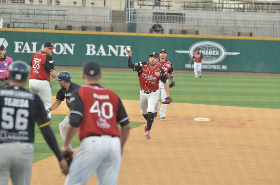 The Tecolotes were only outhit 9-6 Wednesday by the Rieleros but committed two errors and allowed seven walks in a 12-1 loss. Photo: Christian Alejandro Ocampo /Laredo Morning Times