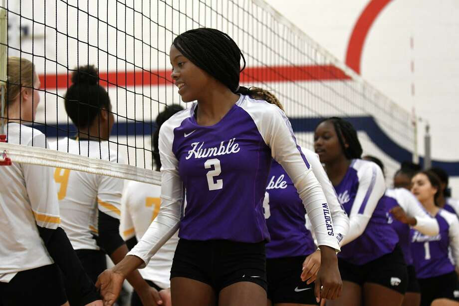 Humble junior Tristan Wheeler (2) and her Lady Wildcat teammates get ready to take on Klein Oak in their pool play matchup in the Aldine ISD Volleyball Tournament at the Davis High School 9th Grade Campus in Houston on August 16, 2019. Photo: Jerry Baker, Houston Chronicle / Contributor / Houston Chronicle