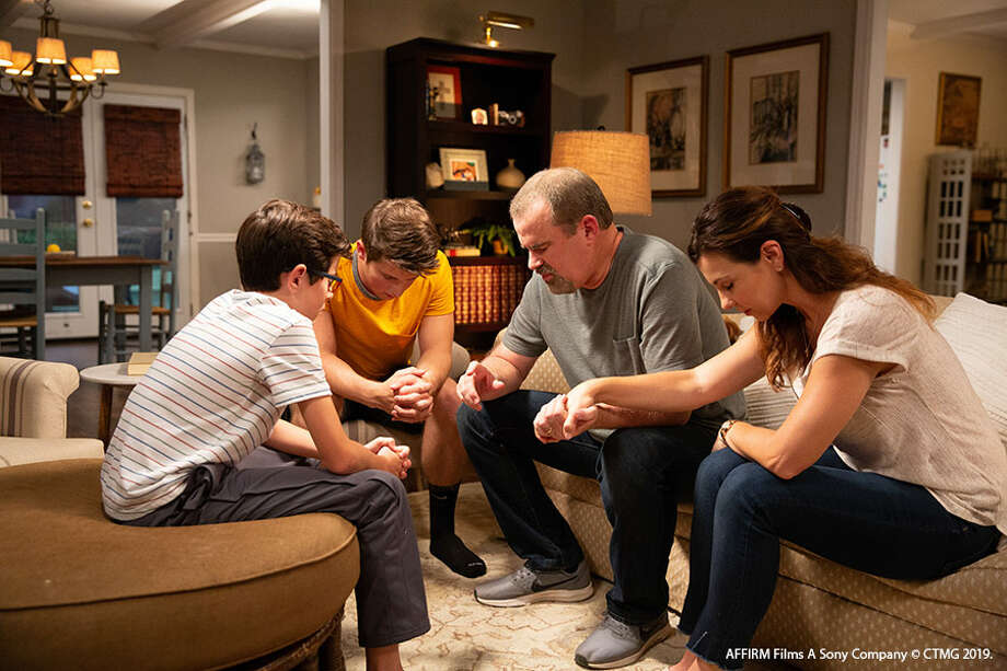 Director: Alex KendrickWith: Alex Kendrick, Priscilla Shirer, Aryn Wright-Thomas, Shari Rigby, Denise Armstrong.Running time: Running time: 115 MIN.Official site: https://www.overcomermovie.com Photo: Variety