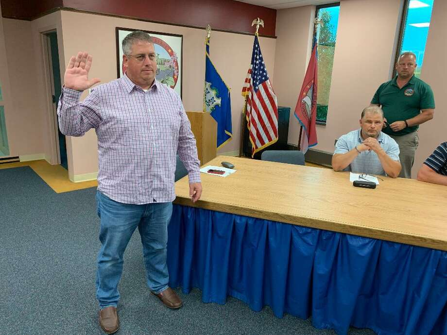 Rob Hyder takes the oath of office Thursday night after being nominated and approved as Derby's new 3rd Ward alderman, filling the unexpired term left by the resignation of Louis Oliwa. Hyder already was running on the Republican slate for the position in November. Mayor Richard Dzieken is standing in the background. Photo: /Michael P. Mayko