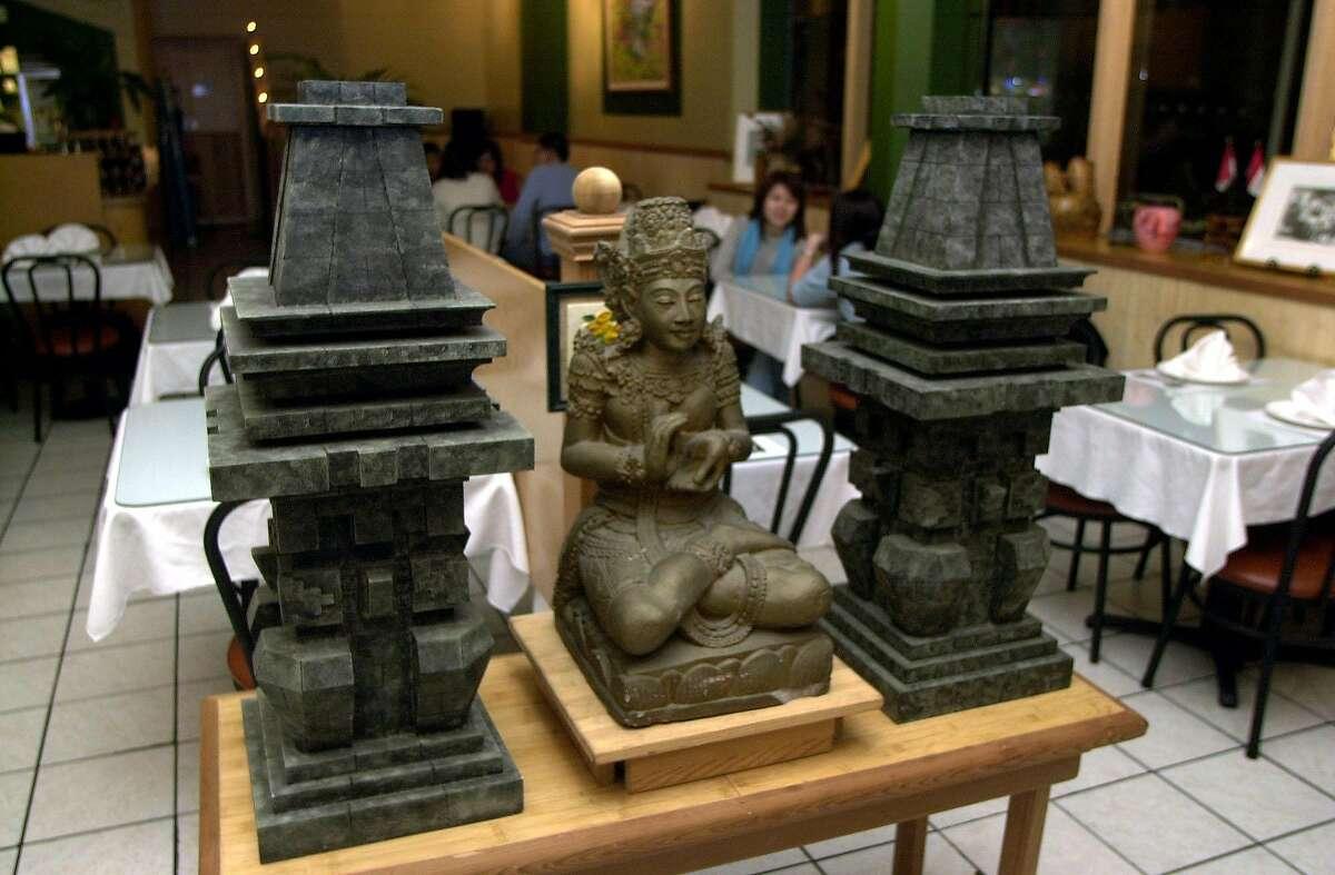 DINE11a-C-04DEC02-FD-GG-Borobudur Indonesian restaurant in San Francsico. Photo by Gina Gayle/The SF Chronicle.