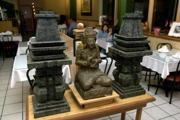 DINE11a-C-04DEC02-FD-GG-Borobudur Indonesian restaurant in San Francsico.  Photo by Gina Gayle/The SF Chronicle.
