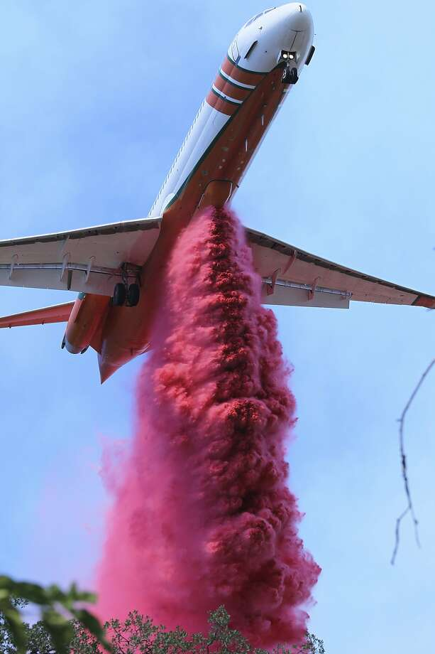 A plane drops retardant on the Mountain Fire near Redding on Thursday. Photo: Hung T. Vu / Record Searchlight