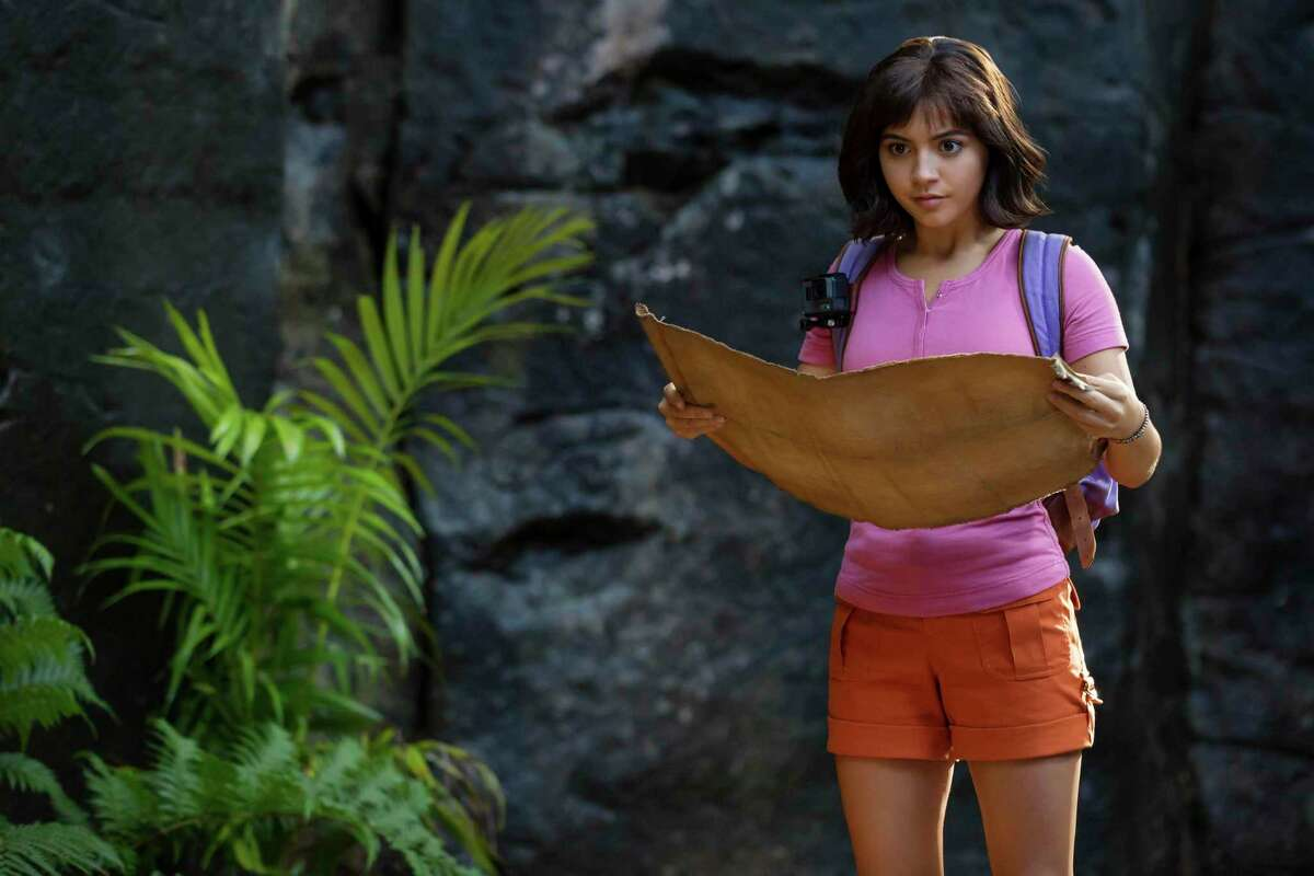 Dora (Isabela Moner) cosults the map in