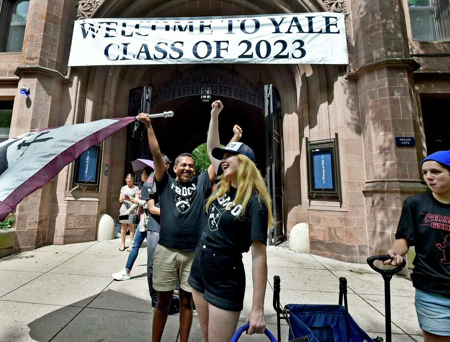 New Haven, Connecticut - Friday, August 23, 2019: Ryan Pitrat, a fourth-year Yale University upperclassman, left with flag, cheers with fellow students as  first year students, also known as freshmen, arrive at Yale to move into their dormitories in New Haven Friday as they begin their fall semester. Photo: Peter Hvizdak, Hearst Connecticut Media / New Haven Register