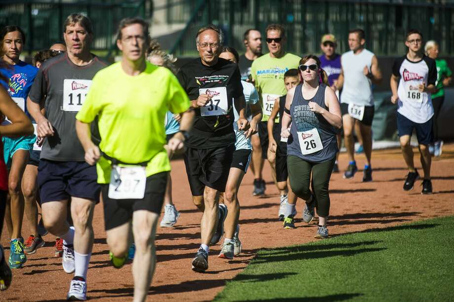 Runners take off on a 5k run during the Great Lakes Loons Pennant Race Friday, Aug. 23, 2019 at Dow Diamond. (Katy Kildee/kkildee@mdn.net) Photo: (Katy Kildee/kkildee@mdn.net)