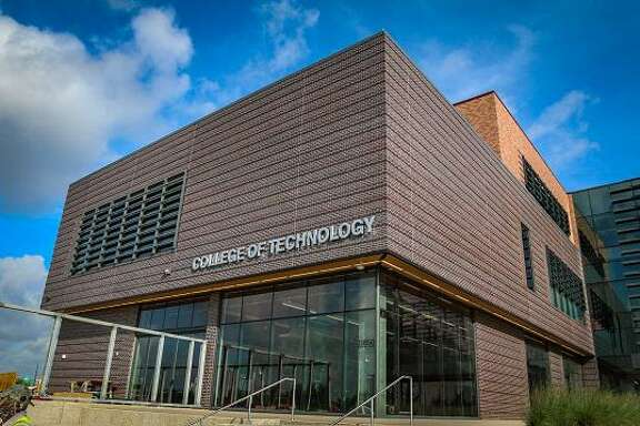 The new College of Technology building located on the UH at Sugar Land site at U.S. 59 and University Blvd. offers state-of-the-art classroom, training and research spaces where students can study biotechnology, construction management, digital media, human resource development, mechanical engineering, supply chain and logistics technology and technology leadership and innovation management. Photo courtesy University of Houston