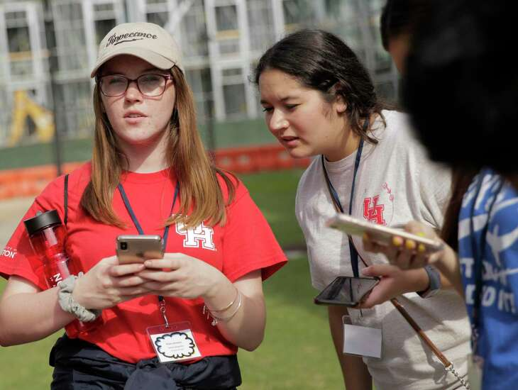 UH Diamond Scholars Evija Johnston, left, and Andrea Tijerina participate in a scavenger hunt with other University of Houston freshman on the main campus on Thursday July 11, 2019. The program covers full tuition and fees and provides housing to students who were formerly in foster care.