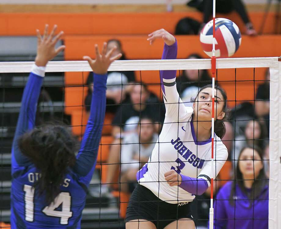 Yaretzi Ortiz and LBJ split their four games Friday at the Lady Longhorn Tournament including a 2-1 win over Del Rio. Photo: Cuate Santos /Laredo Morning Times / Laredo Morning Times