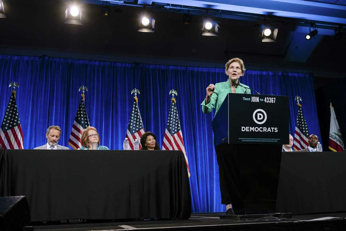Senator Elizabeth Warren, a Democrat from Massachusetts and 2020 presidential candidate, right, speaks during the Democratic National Committee (DNC) Summer Meeting in San Francisco, California, U.S., on Friday, Aug. 23, 2019. More than a dozen presidential candidates are descending on San Francisco this week to try and wow DNC members at their annual summer meeting. Photographer: Michael Short/Bloomberg