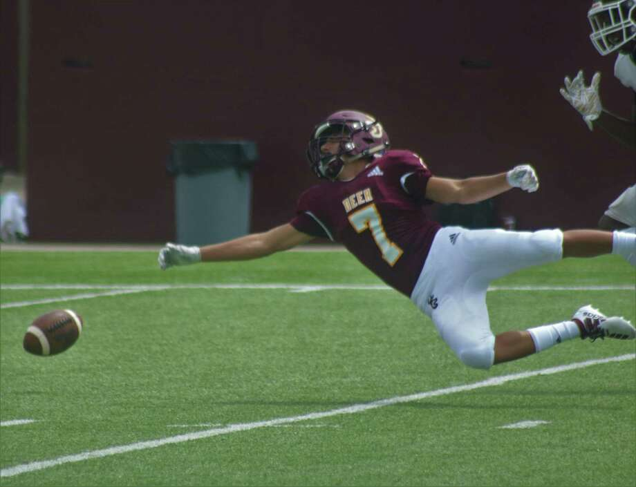 Quarterback Matthew Potts didn't attempt many deep passes in Saturday's scrimmage, but this deep pass route just eluded his receiver, who made a great effort to get the ball. Photo: Robert Avery