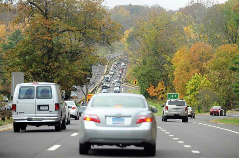 Traffic moves slowly in the southbound lanes of the Merritt Parkway in Stamford on Nov. 2, 2017. Photo: File / Hearst Connecticut Media / Stamford Advocate
