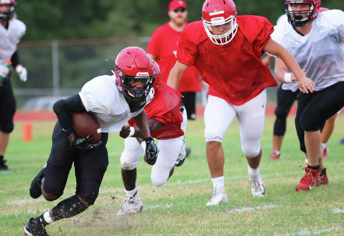 Tae Rucker escapes the reach of a towering Cleveland defensive lineman on his way to big yardage in last Friday's scrimmage against the Indians.