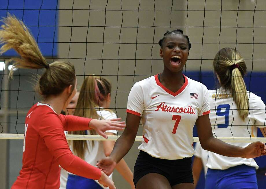 Atascocita senior outside hitter Jaelyn Williams (7) celebrates a point with teammate and sophomore libero Kayden Tanner, left, after a poinyt against Klein during their non-district match at Klein High School on August 20, 2019. Photo: Jerry Baker, Houston Chronicle / Contributor / Houston Chronicle