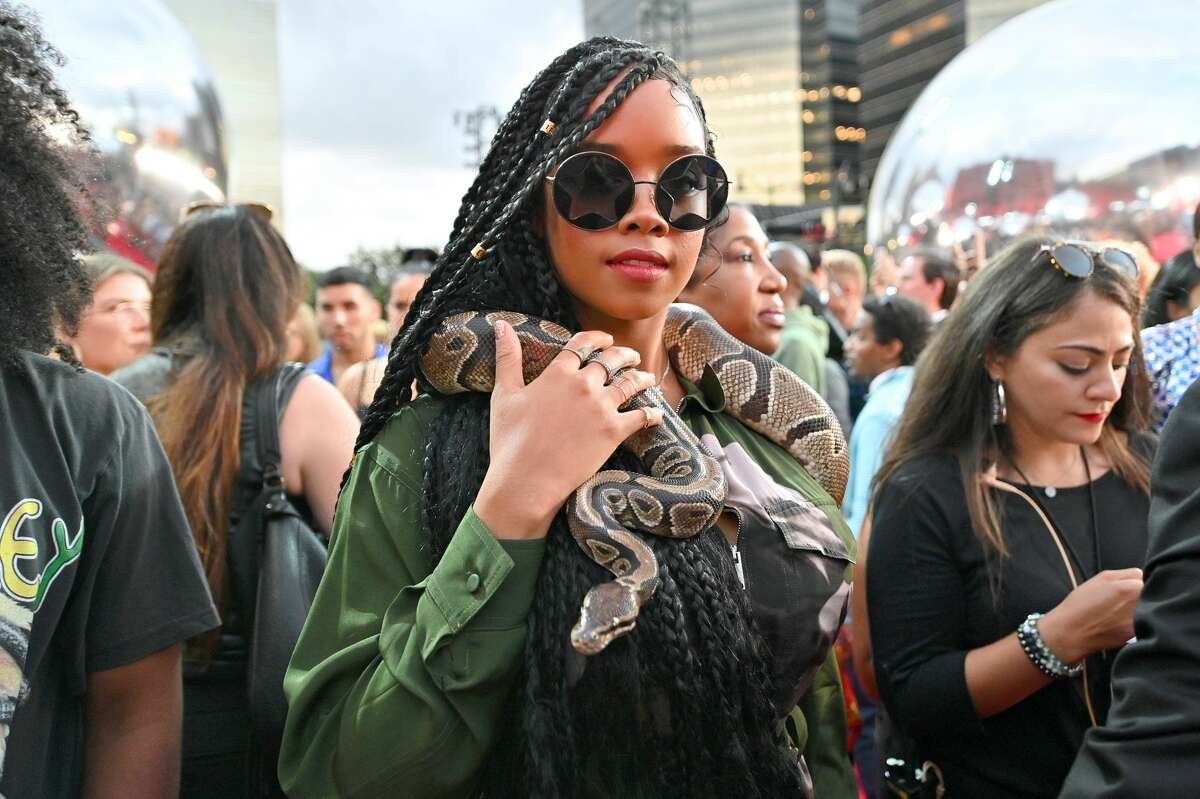 H.E.R. attends the 2019 MTV Video Music Awards at Prudential Center on August 26, 2019 in Newark, New Jersey. (Photo by Dia Dipasupil/Getty Images for MTV)