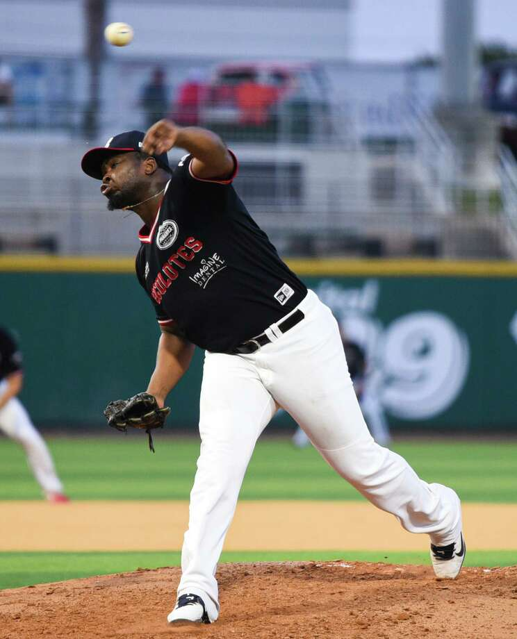 Cesilio Pimentel and the Tecolotes Dos Laredos enter this weekend's series at Saraperos de Saltillo needing a sweep to force a one-game wild-card matchup Friday in Saltillo. Any loss would eliminate the Tecos from postseason contention. Photo: Danny Zaragoza /Laredo Morning Times