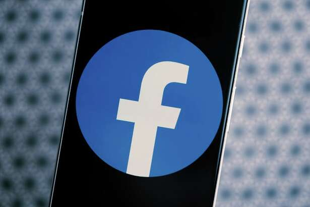 """Mobile game streaming means playing smartphone games will be nearly """"instant,"""" Facebook says."""