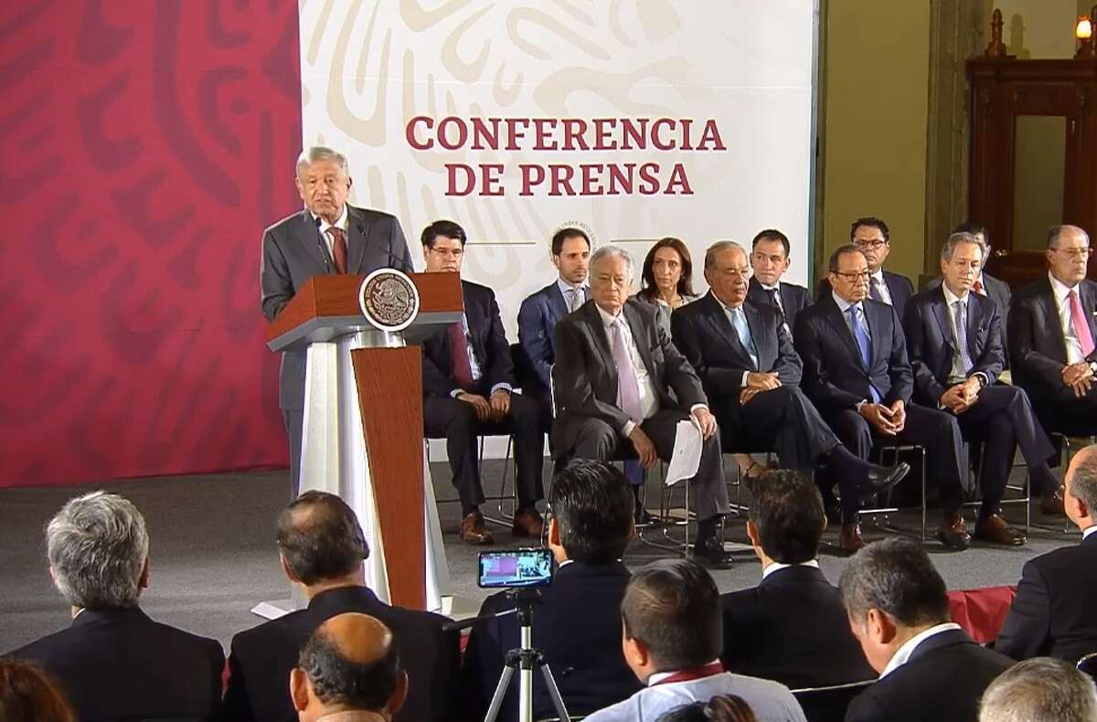 Mexican President Andres Manuel Lopez-Obrador said his administration has reached a deal ending a $3 billion controversy over contracts for seven natural gas pipelines that were built by four companies south of the border.