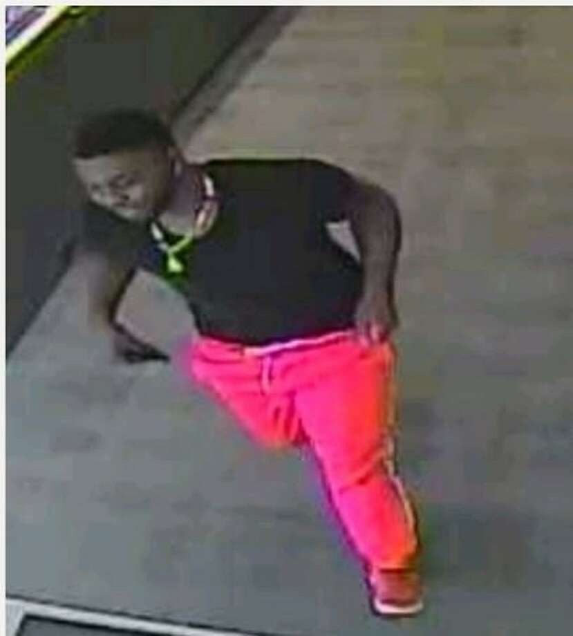 San Antonio police are searching for two men accused of stealing a pair of diamond rings worth more than $14,000 at a jewelry store on the city's Northwest Side. Photo: SAPD Crime Stoppers