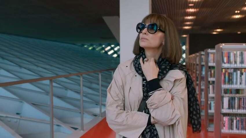 Cate Blanchett stars in