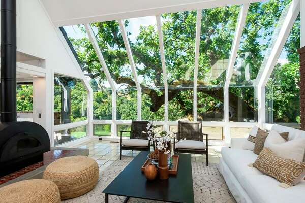 With their expansive windows, unique angles and extensive use of natural light, Marin-based real estate photographer Kurt Lai said Eichlers are his favorite type of home to photograph.