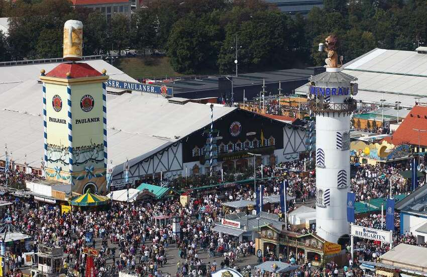 MUNICH, GERMANY - SEPTEMBER 26: A general view during day 8 of the Oktoberfest beer festival on September 20, 2009 in Munich, Germany. (Photo by Johannes Simon/Getty Images)