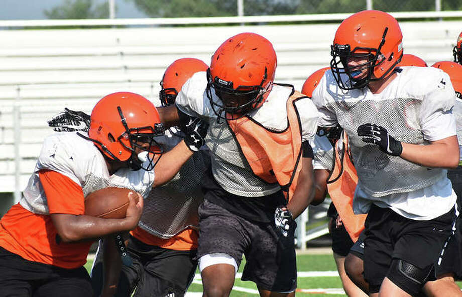 Members of the Edwardsville football team run through a drill during a summer workout inside the District 7 Sports Complex. Photo: Matt Kamp|The Intelligencer
