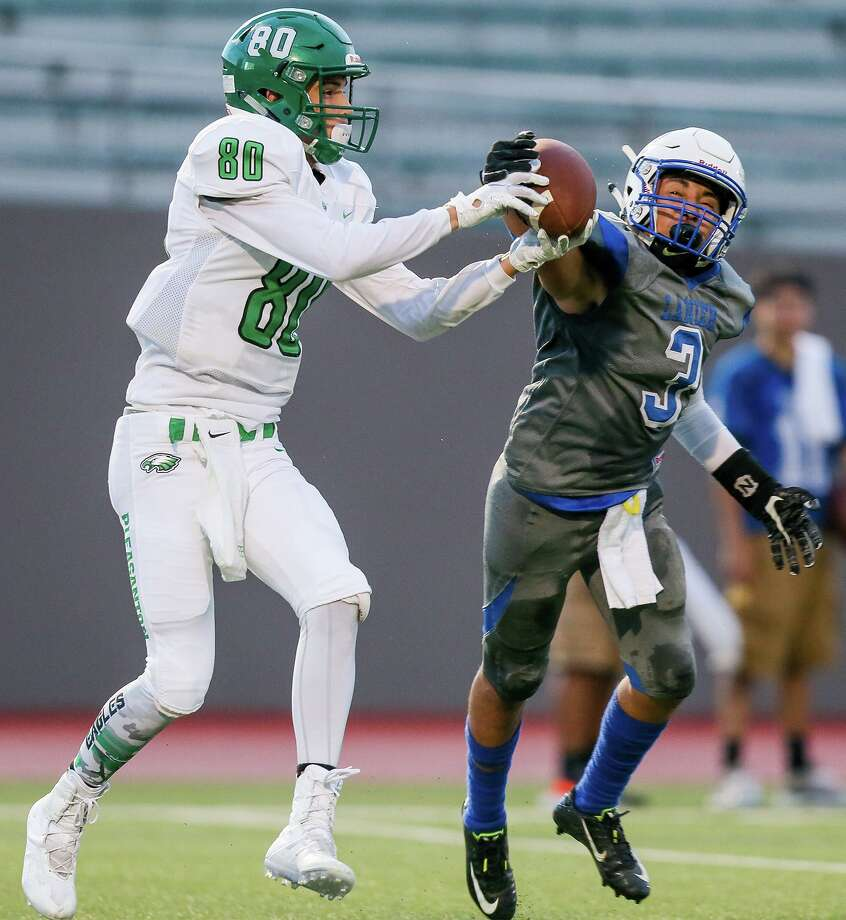 Lanier's Savian Perez (right) defends a pass intended for Pleasanton's Dalton Hobbs during the first half of their high school football game at Alamo Stadium on Thursday, Sept. 6, 2018. Photo: Marvin Pfeiffer, Staff / San Antonio Express-News / Express-News 2018