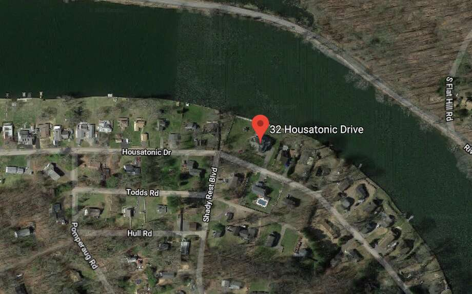 32 Housatonic Dr: Joseph and Tara Lockwood to Scott G. Schaake and E Gladstone-Schaake $805,000 Photo: Google Maps