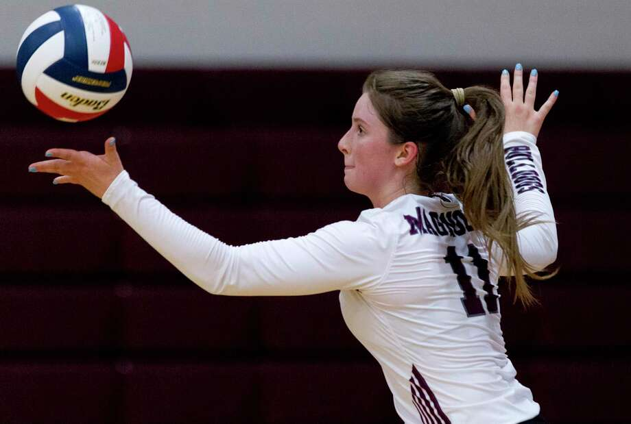 In this file photo, Magnolia setter Faith Lynch (11) serves the ball in the second set of a non-district high school volleyball match, Friday, Aug. 23, 2019, in Magnolia. Photo: Jason Fochtman, Houston Chronicle / Staff Photographer / Houston Chronicle