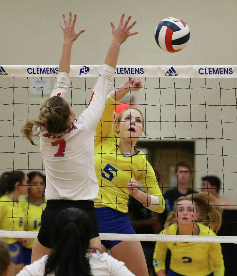 Clemens' Cassidy Steadman (05) hits past Antonian's Mia Carter (07) in girls volleyball at Clemens on Tuesday, Aug. 27, 2019. Clemens defeated Antonian without dropping a game, 3-0. (Kin Man Hui/San Antonio Express-News) Photo: Kin Man Hui, Staff / Staff Photographer / ©2019 San Antonio Express-News