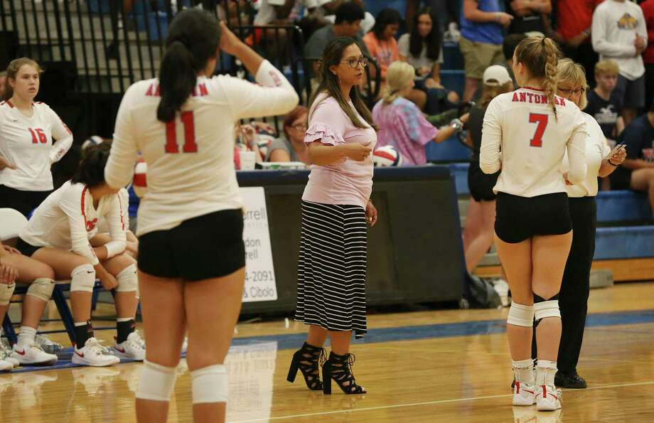 Antonian volleyball coach Samantha McLure (center) talks to her team during the game against Clemens on Tuesday, Aug. 27, 2019. Clemens defeated Antonian without dropping a game, 3-0. (Kin Man Hui/San Antonio Express-News) Photo: Kin Man Hui, Staff / Staff Photographer / ©2019 San Antonio Express-News