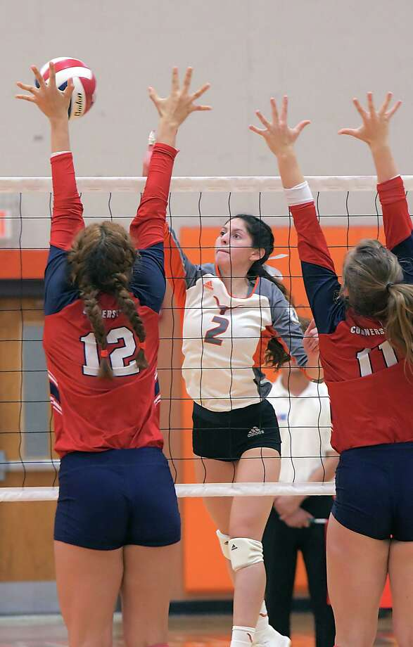 Destiny Chavera and United suffered their second home loss of the season Tuesday falling 3-0 (25-16, 25-23, 25-10) against San Antonio Cornerstone. Photo: Cuate Santos /Laredo Morning Times / Laredo Morning Times