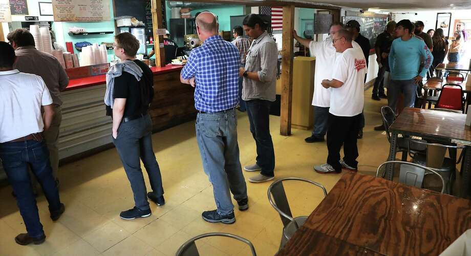 The line at 2M Smokehouse goes out the door shortly after opening. Photo: Bob Owen / ©2019 San Antonio Express-News