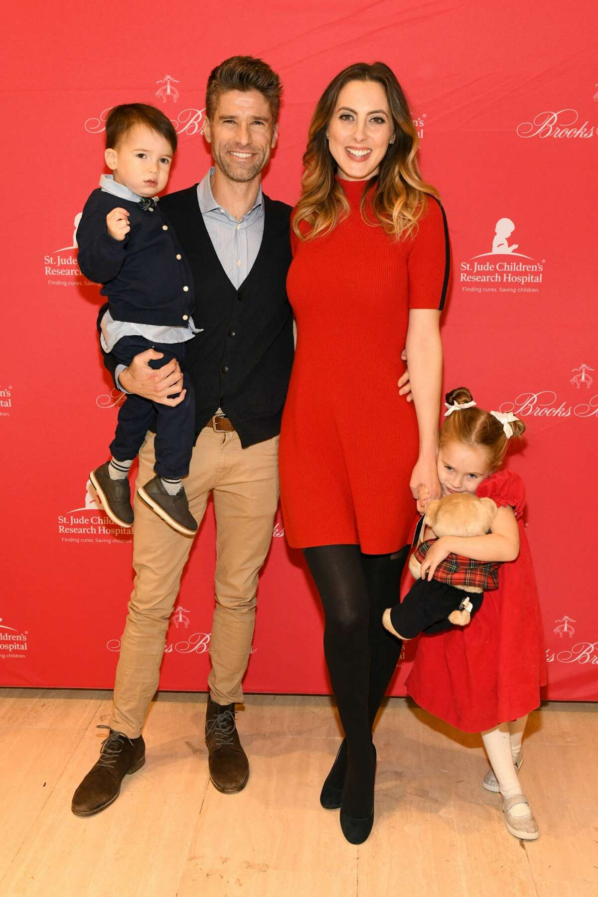 NEW YORK, NY - DECEMBER 18: Kyle Martino and Eva Amurri Martino (C) attend the Brooks Brothers And St Jude Children's Research Hospital Annual Holiday Celebration In New York City on December 18, 2018 in New York City. (Photo by Craig Barritt/Getty Images for Brooks Brothers)