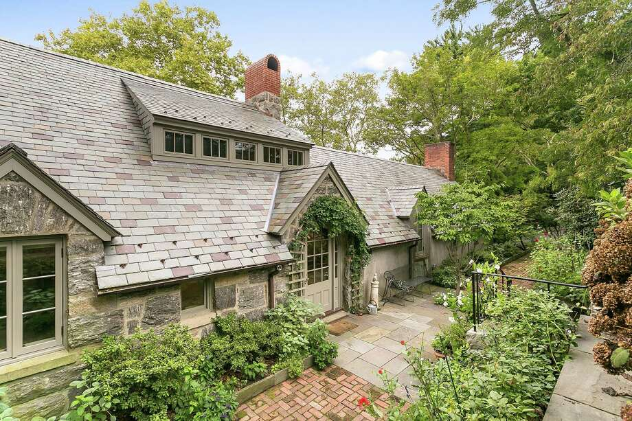 This English Cotswold-style cottage, built in 1914 and located in the Sasco Hill area of Fairfield, was completely renovated in 2016 and is currently for sale. Photo: William Pitt Sotheby's International Realty Southport / / Connecticut Post