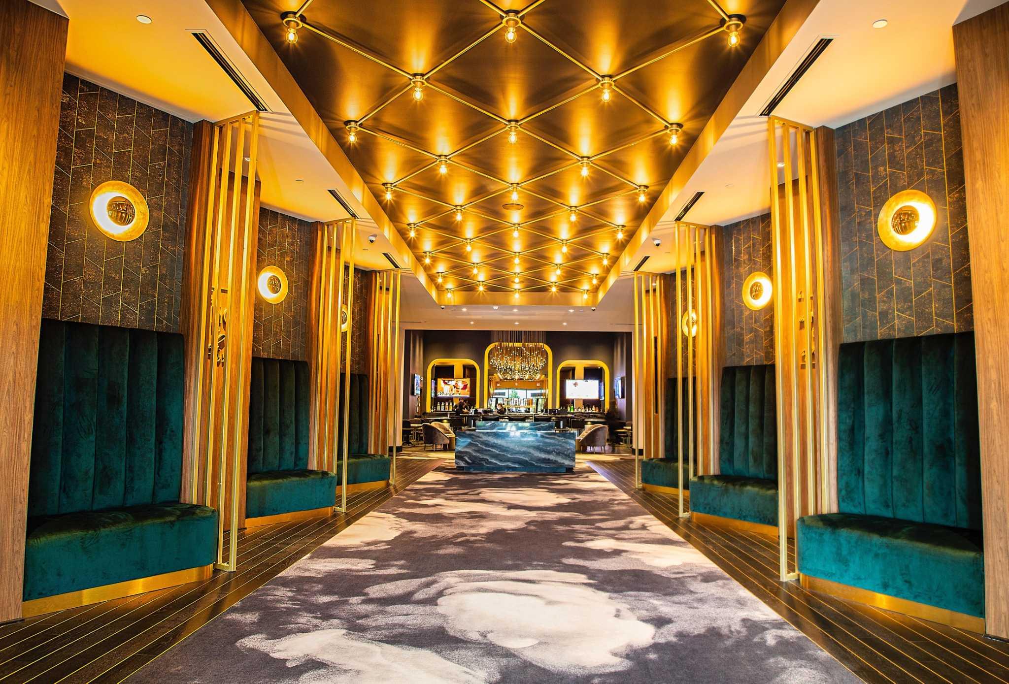 Retail wrap: Star Cinema Grill, Juicy Crawfish, Überrito continue Houston expansion