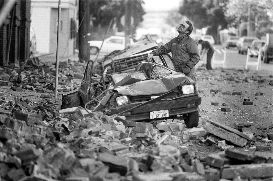Loma Prieta earthquake caused bricks from buildings to fall on the street and cars in San Francisco. Photo: Steve Ringman / The Chronicle 1989