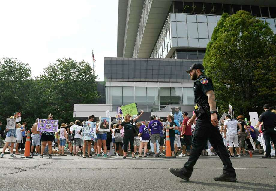 Protesters demonstrate outside the headquarters of Purdue Pharma at 201 Tresser Blvd., in downtown Stamford, Conn., on Aug. 17, 2018. Photo: Jessica Hill / Associated Press / FR125654 AP