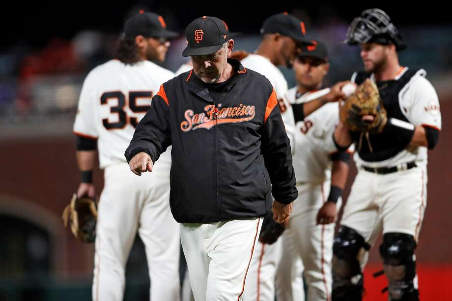 Giants manager Bruce Bochy returns to the dugout after making a pitching change against the Arizona Diamondbacks at Oracle Park on Tuesday. Photo: Scott Strazzante / The Chronicle