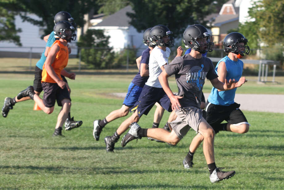Led by a decline in football for the fifth straight year, participation in U.S. high school sports dropped in 2018-19 for the first time in 30 years, according to an annual survey conducted by the National Federation of State High School Associations. Photo: Eric Rutter/Huron Daily Tribune