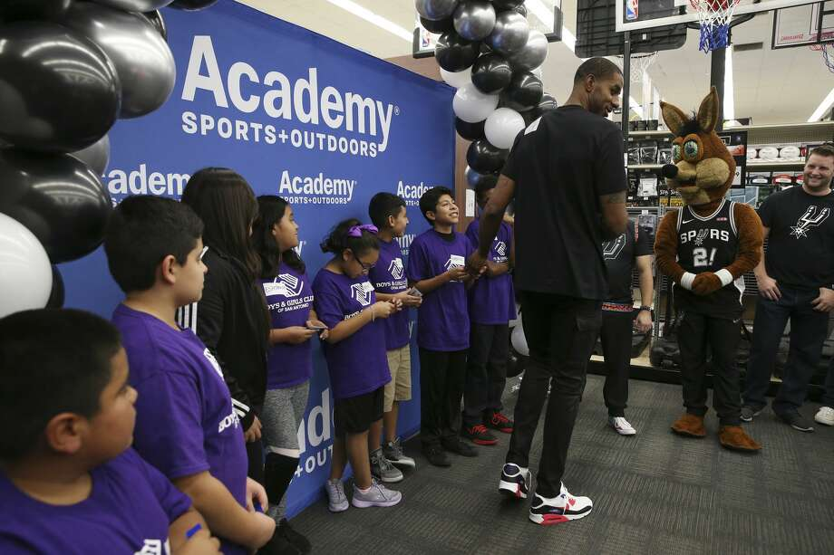 San Antonio Spurs Forward LaMarcus Aldridge hands out $200 gift cards to 10 students from the Calderon Boys and Girls Club of San Antonio at Academy's Sports + Outdoors, Wednesday, Aug. 28, 2019. The students were selected from Aldridge's Back to School Bash earlier this month. During the bash, 240 students from the Calderon Boys and Girls Club received an iPad and $50 gift cards to Academy Sports + Outdoors for school uniforms. Photo: Jerry Lara/Staff Photographer