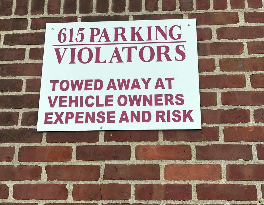 A reminder to drivers who park at 615 Riverside Avenue in Westport. Photo: Lynandro Simmons /Hearst Connecticut Media