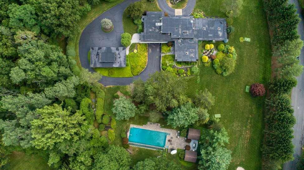 House of the Week: 32 E. Cobble Hill Road, Colonie | Realtor: Brian Marsh and Timothy B. Conway of Coldwell Banker Prime Properties | Discuss: Talk about this house