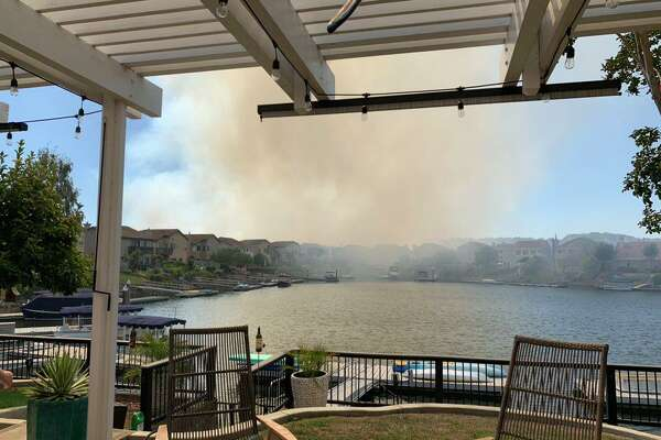 Firefighters contain 15-acre Napa vegetation fire, no
